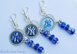 New York Yankees Bag/Keyring Bling-New York Yankees, New York, NY, blue, white, bottlecap, bling, keychain, bag, backpack, Yankee fan gift, Yankees, NY Yankee keychain, NY Yankee fan, Yankee blue and white, beaded keychain, bottlecap keychain, bottlecap bag bling,